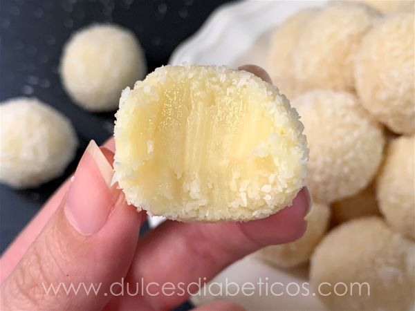 Trufas de coco con mordisco