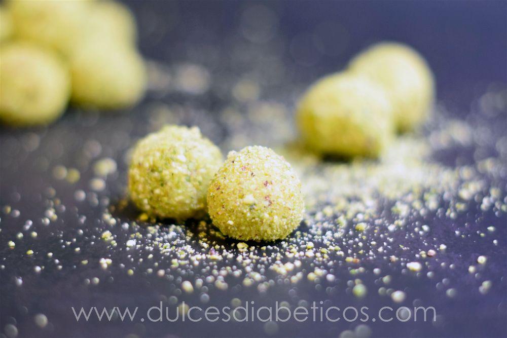 Trufas de chocolate blanco y pistachos sin azucar